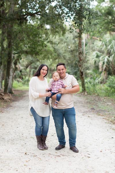 Holiday Minis- Acosta Family-41.jpg