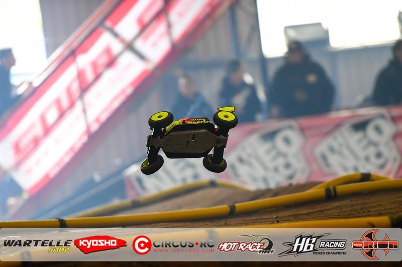 neo race track pits42.jpg