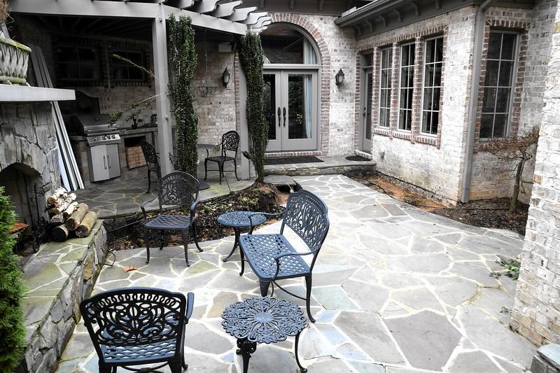 courtyard_makeover03.jpg