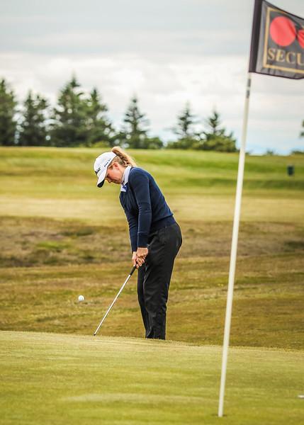 Ragnhildur Kristinsdóttir, GR, við 12. flöt á Garðavelli.  Mynd/seth@golf.is