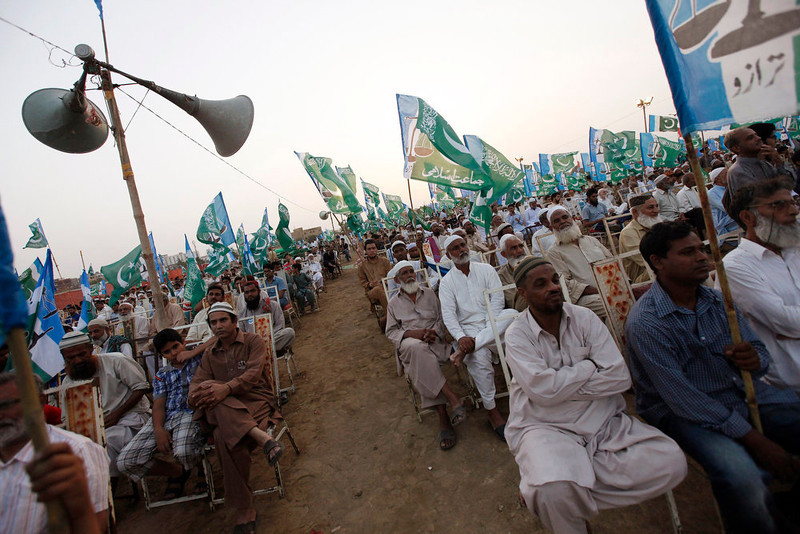 . Supporters of the political and religious party Jamaat-e-Islami listen to the speeches of their leaders during an election campaign rally in Karachi May 5, 2013. Pakistan\'s general election will be held on May 11. REUTERS/Akhtar Soomro