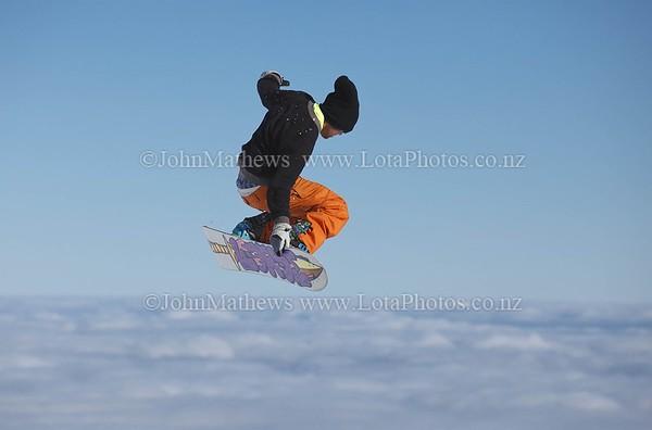 20120718 Snow Boarders on Turoa ski field _MG_5264 WM