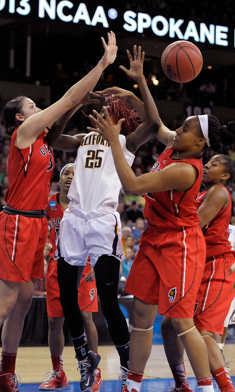 . Georgia\'s Anne Marie Armstrong, left, and Jasmine Hassell, right, strip the ball away from California\'s Gennifer Brandon, center,  during the first half in a regional final in the NCAA women\'s college basketball tournament, Monday, April 1, 2013, in Spokane, Wash. (AP Photo/Jed Conklin)