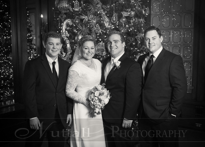 Lester Wedding 113bw.jpg