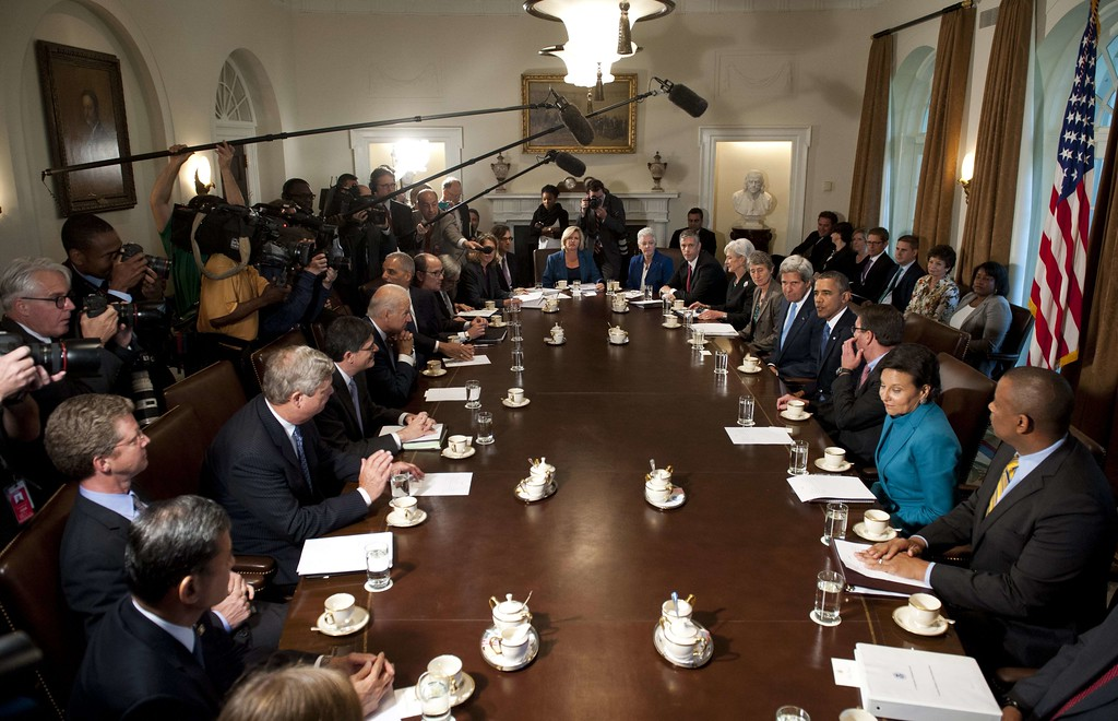 . US President Barack Obama (4th-R) speaks about the potential government shutdown and budget showdown with Congress as he holds a Cabinet meeting in the Cabinet Room of the White House in Washington, DC, September 30, 2013. AFP PHOTO / Saul LOEB/AFP/Getty Images