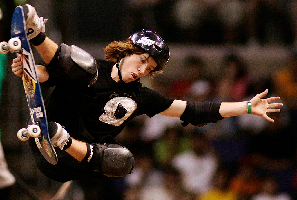 . Shaun White of Carlsbad,Calif.,had a great day as he finshed 2nd in the Skateboard Vert Men\'s Final. The Eleventh X Games at the Staple Center in Los Angeles,Calif., August 5. 2005. 
