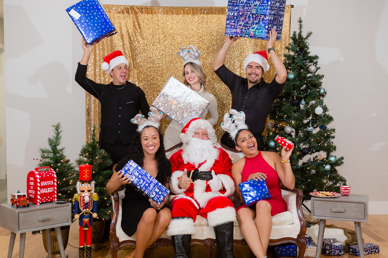FADS Picture with Santa-380.jpg