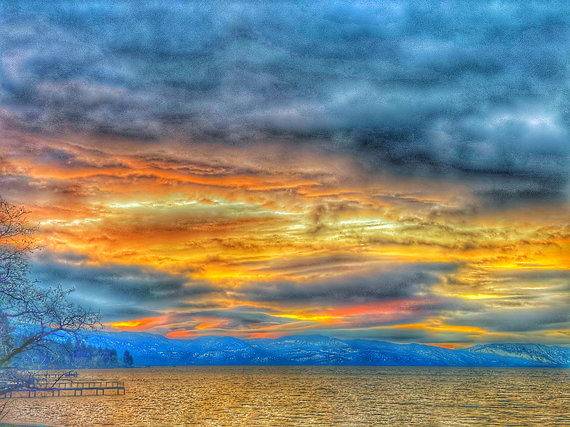 Sunrise on the beach of Lake Tahoe in Kings Beach