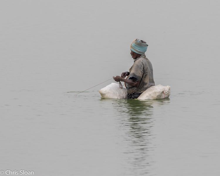 Fishing at Ukkadam Big Tank, Coimbatore, Tamil Nadu, India (02-27-2015) 061-111.jpg