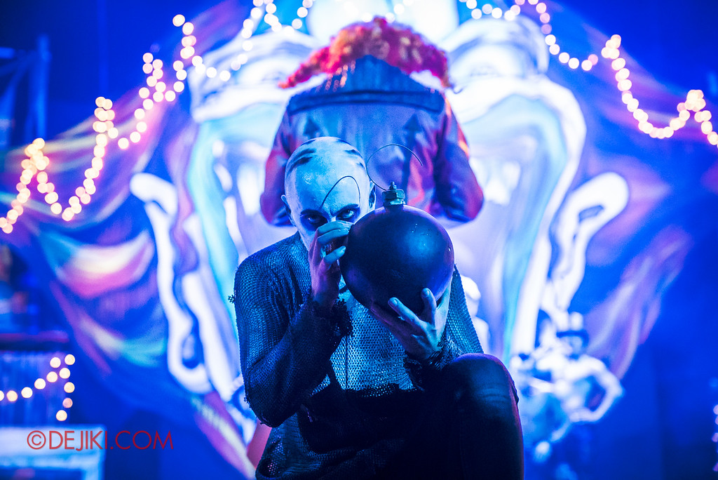 Halloween Horror Nights 6 - Jack's Recurring Nightmare Circus / Boy prepares the bomb