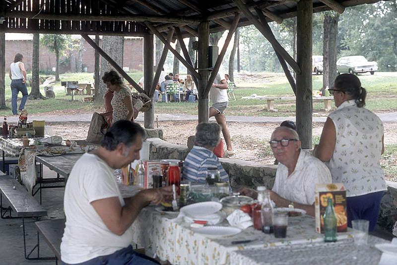 picnic october 1975.jpg