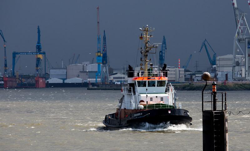 Schlepper BUGSIER 21 auf der Elbe Hamburg Schlepperbrücke