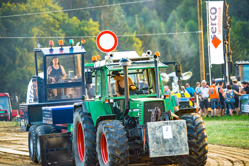 Tractor Pulling 2015-01679.jpg