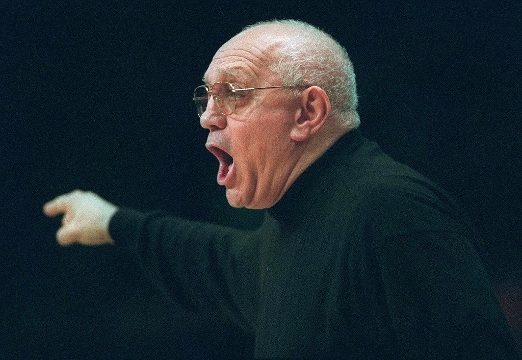 . Fresno State head coach Jerry Tarkanian yells to his players during first half action during an NIT semifinal game at New York\'s Madison Square Garden Tuesday, March 24, 1998.  (AP Photo/John Dunn)