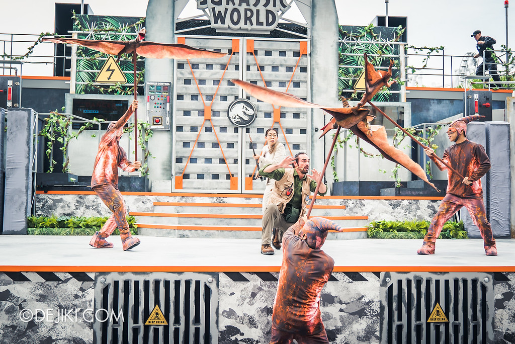 Universal Studios Singapore Park Update - Jurassic World Explore and Roar event - Jurassic World: ROAR! show / Pteranodon on stage