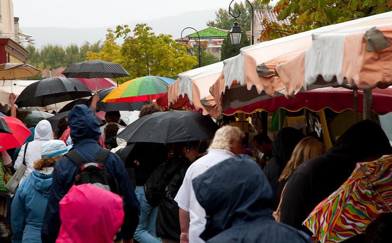 Rainy market - L'Isle Sur-la-Sorgue