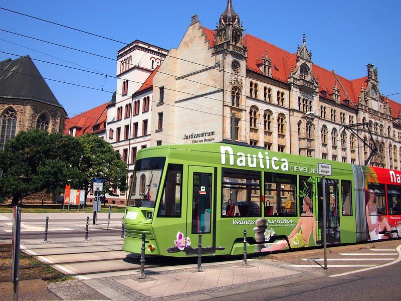 P7053440-tram.JPG