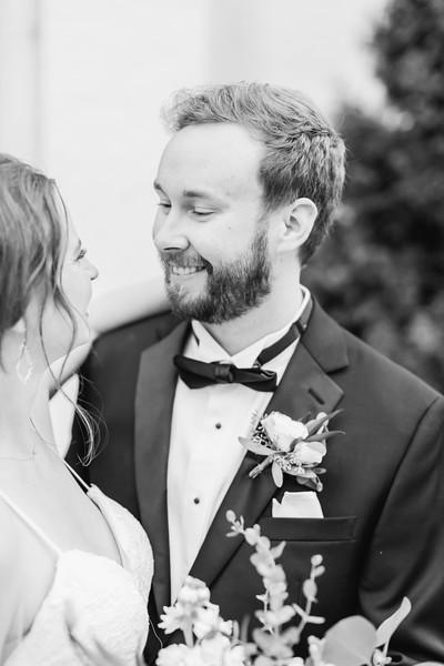 431_Ryan+Hannah_WeddingBW.jpg