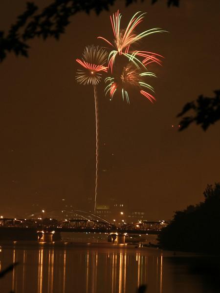 fireworks_13_07042007.jpg