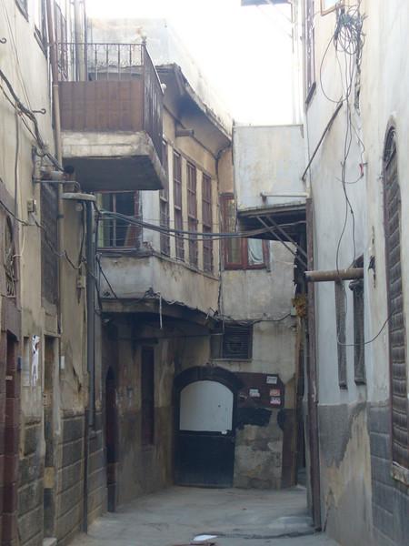020_Damascus_Old_City_Narrow_Street.jpg