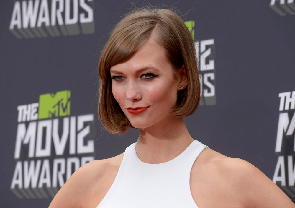 . Model Karlie Kloss arrives at the 2013 MTV Movie Awards in Culver City, California April 14, 2013.  REUTERS/Phil McCarten
