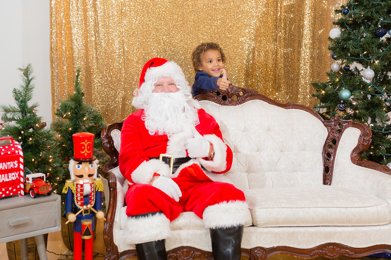 FADS Picture with Santa-253.jpg