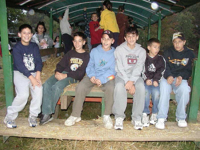 2002-10-12 HT-Youth-Family-Hayride_001.jpg