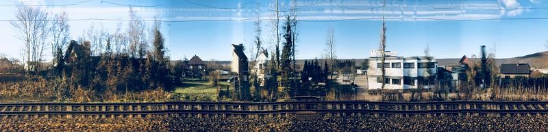 Experimenteller Blick aus einem Zugabteil 🚅