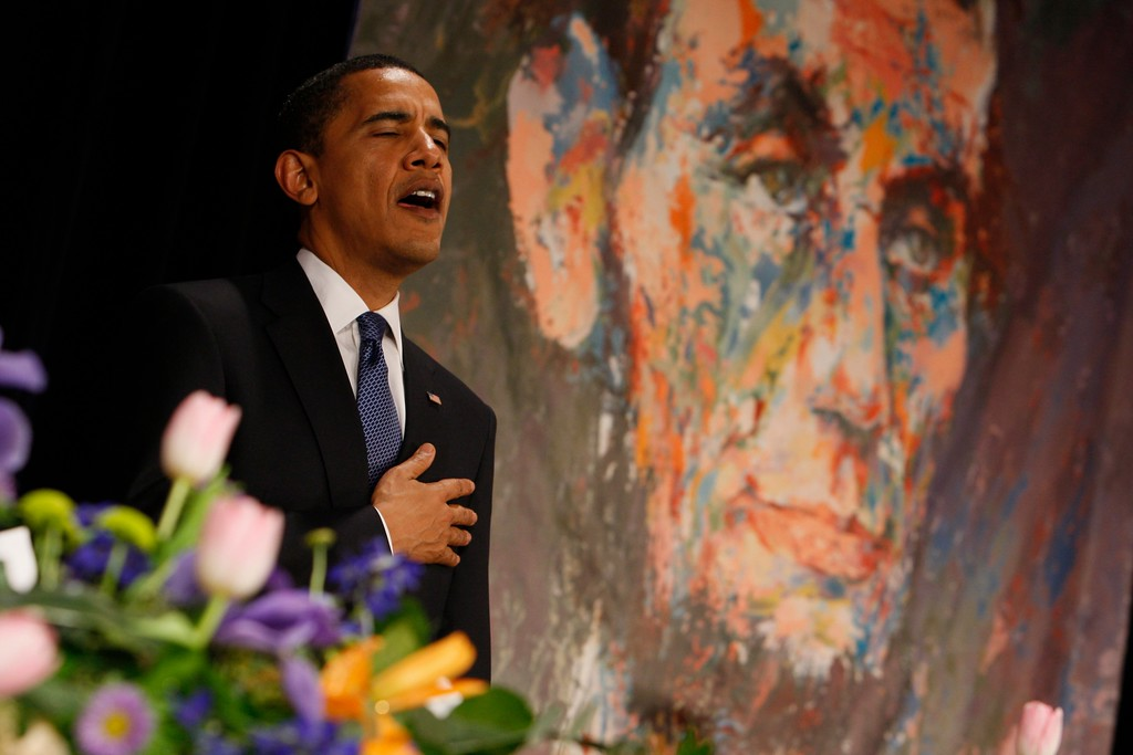 . President Barack Obama sings the National Anthem at the 102nd Abraham Lincoln Association banquet in Springfield, Ill., Thursday, Feb. 12, 2009.  (AP Photo/Charles Dharapak)