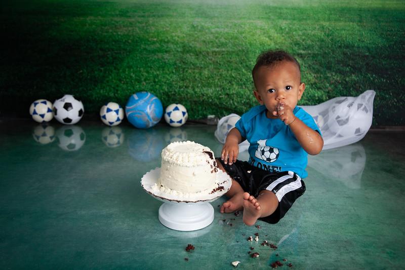 Desmond Cake Smash-56.jpg