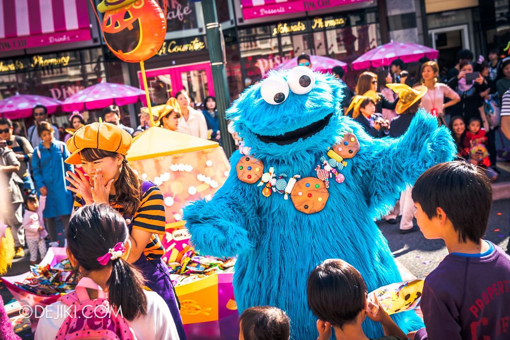 Universal Studios Japan - Universal Surprise Halloween / Cookie Monster greeting