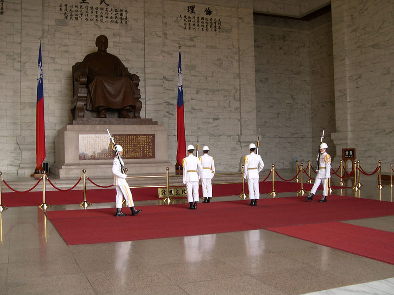 Changing of the guard at Chaing Kai Shek's Memorial