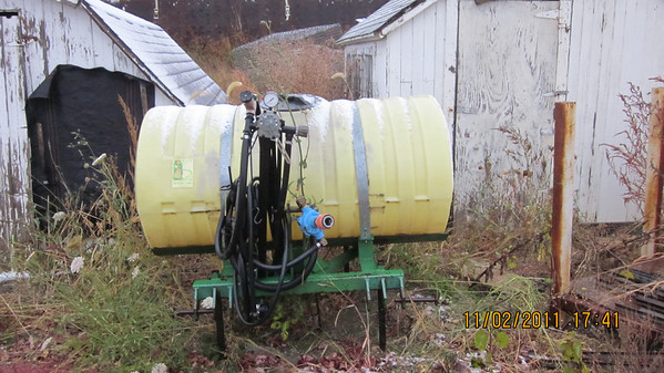 Sprayer Specialties 200 gal 3 pt sprayer $750.