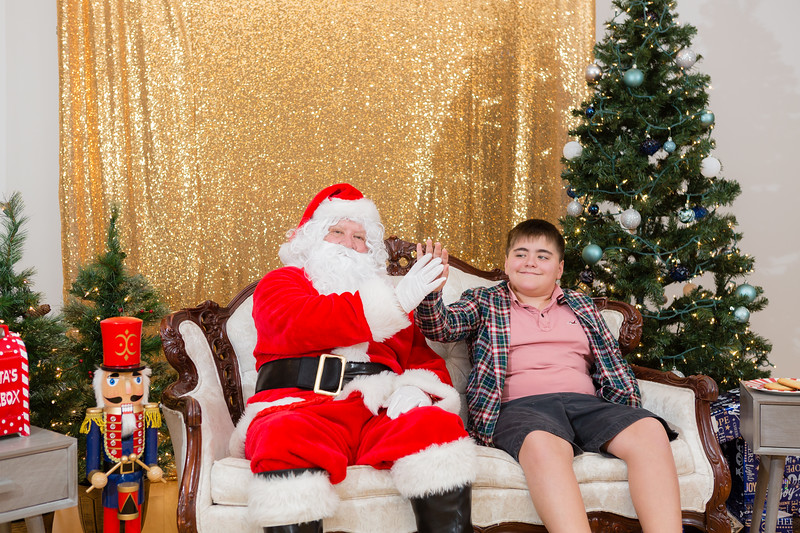 FADS Picture with Santa-278.jpg