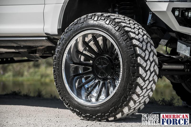Champion4x4-Juan.S-White-2017-Ford-F250-Polish-Black-24x14-Tactical-Crown-WEB-180131-DSC00205-44.jpg