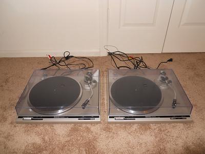 Two Technics SL-Q202s