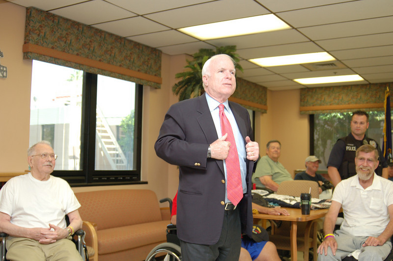 Sen McCain PVAHCS Visit 5-1-2010 5-22-18 PM.JPG