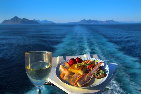 Viking Sky, Cuisine, Staff & Crew, Onboard Scenes