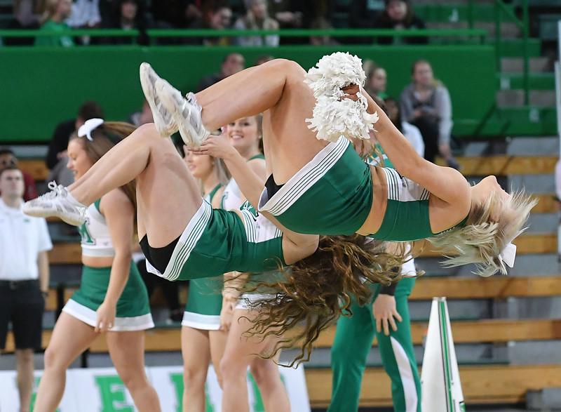 cheerleaders3384.jpg