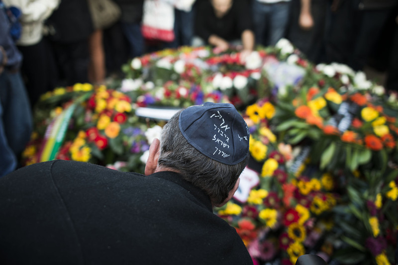 . A mourner wearing a yarmulke, reading \'Ariel Sharon Hero of Israel\' pays his last respects at the grave of Israel\'s former Prime Minister Ariel Sharon during the funeral at Havat Hashikmim on January 13, 2014 in Israel. Former PM Ariel Sharon\'s died on Saturday aged 85 in Tel Hashomer hospital near Tel Aviv and had been in a coma since January 4, 2006.  (Photo by Ilia Yefimovich/Getty Images)