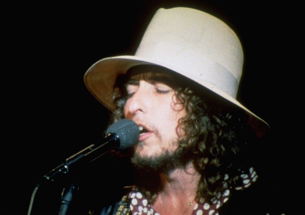 """. Folk singer Bob Dylan sings on stage during his final appearance with \""""The Band\"""" at the Winterland Ballroom in San Francisco, Calif., on Thanksgiving Day, Nov. 25, 1976.  The show was known as \""""The Last Waltz\"""".  (AP Photo)"""