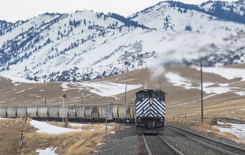 Helper set 4407/290/4404 on the G-LMNINB931 leaving Livingstone, MT.