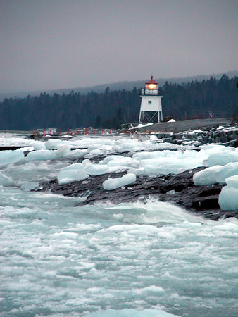 grand_marais_lighthouse_and_lake_superior_ice.jpg
