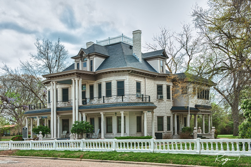 Gladewater Mansion Hdr-Edit-Edit.jpg