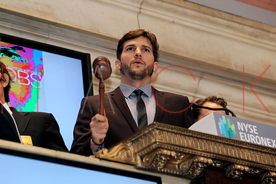 NEW YORK, NY - AUGUST 06:  Ashton Kutcher rings the opening bell at the New York Stock Exchange on August 6, 2013 in New York City.