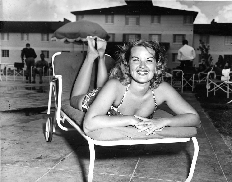 . Singer Patti Page poses in her swimming suit poolside at a hotel in Las Vegas, Nev., in Aug. 1950.  (AP Photo)