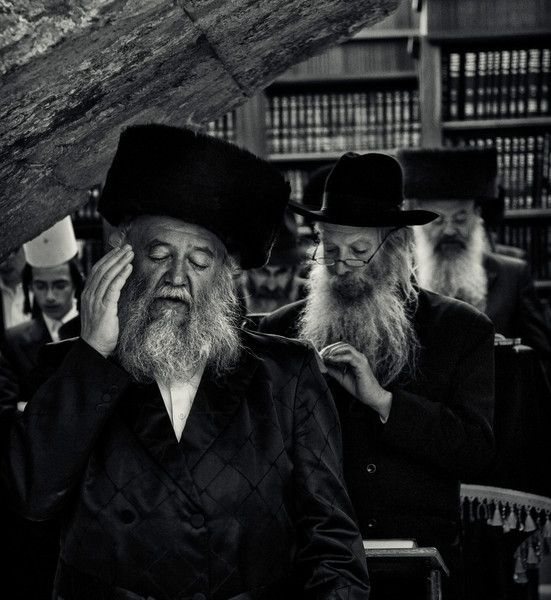 Many haredim are fundamentally opposed to a secular, modern, pre-messianic Jewish state. A minority, are either ardently or passively Zionist. In 1947, Agudat Israel attempted to dissuade the General Assembly of the United Nations from voting in favor of the partition of Palestine. To this day, Agudat Israel members run for election and sit in the Knesset, but they refuse to accept any official ministerial post in the Israeli cabinet, and remain steadfast in their anti-Zionist ideology.