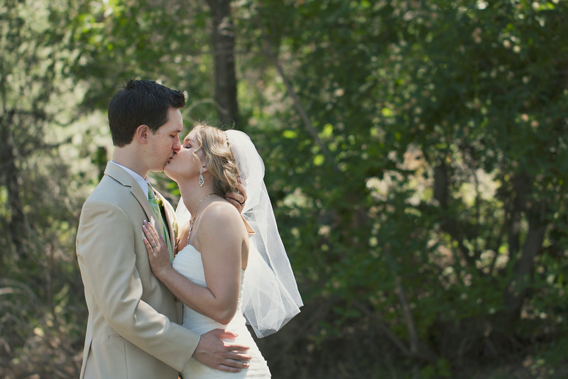 sacramento-wedding-photographer-portrait-kiss.jpg