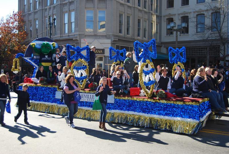 Parade 436.jpg