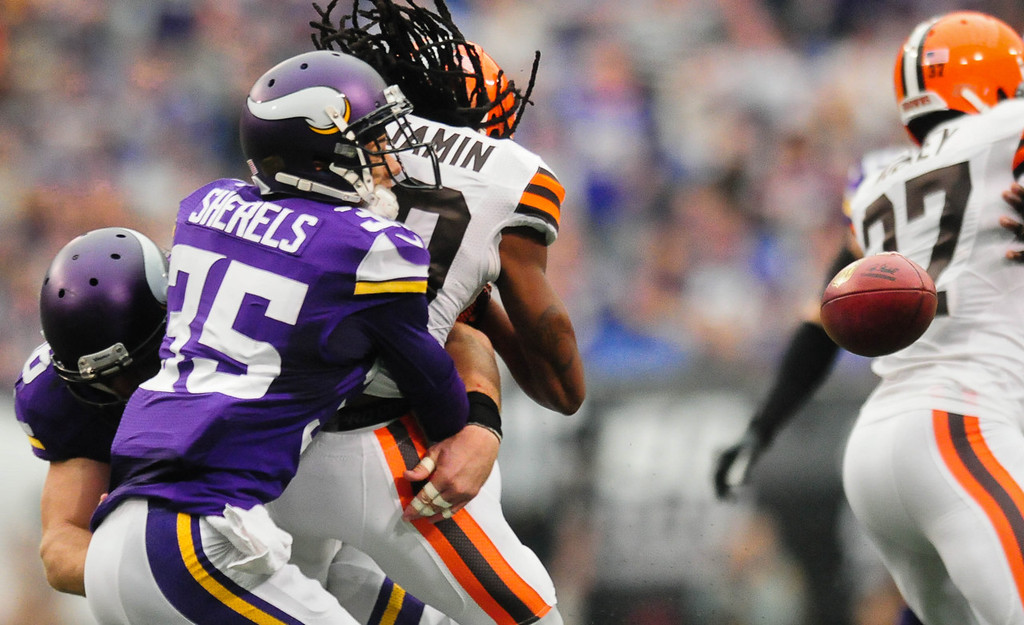 . Cleveland\'s Travis Benjamin loses the ball as Minnesota\'s Marcus Sherels, left, knocks it loose on a punt return in the second quarter. (Pioneer Press: Ben Garvin)